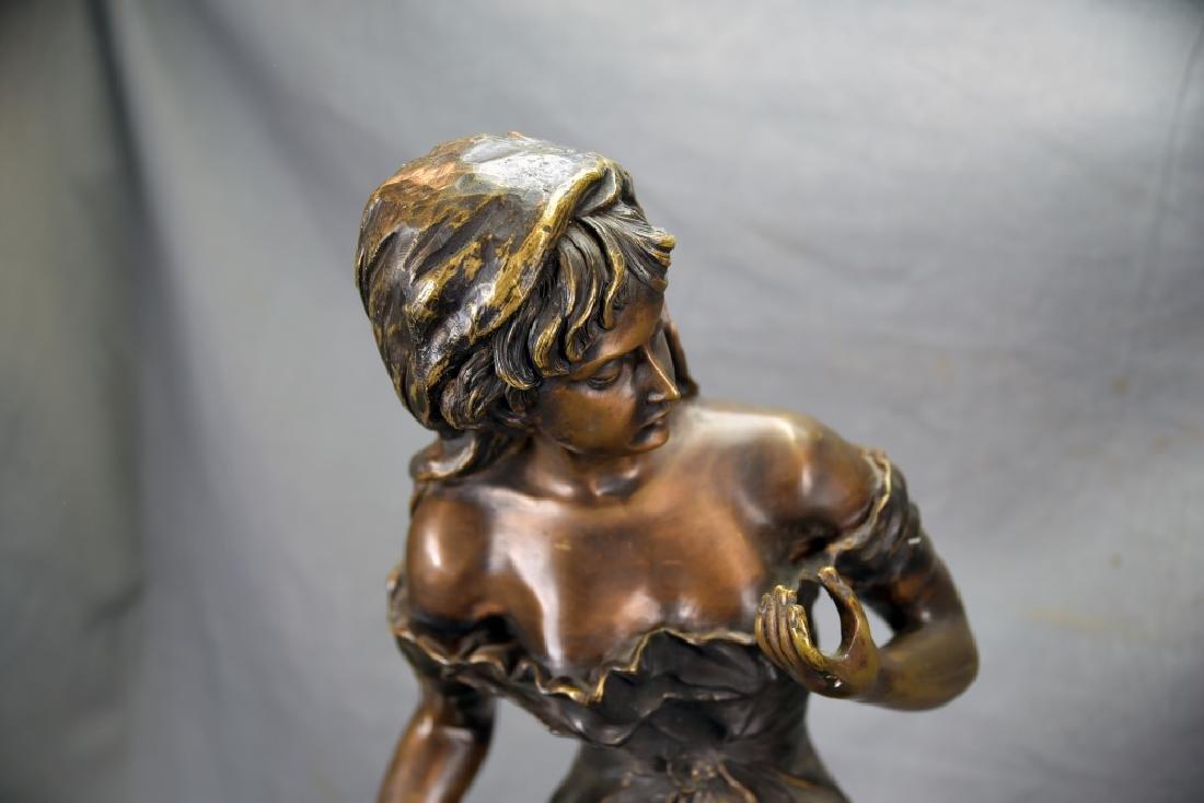 Antique Bronze Sculpture of a Woman - 3