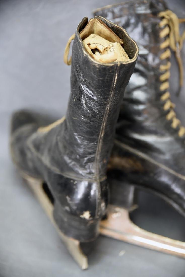 Victorian High Top Lace-up Ladies Ice Skates - 6