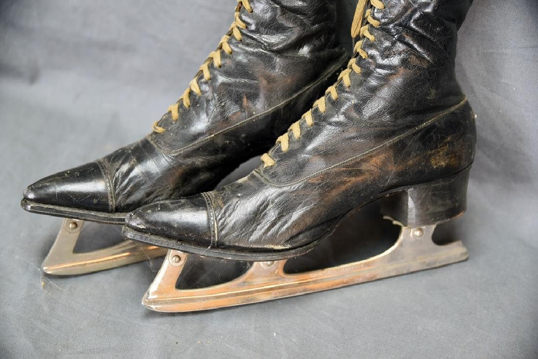 Victorian High Top Lace-up Ladies Ice Skates - 8