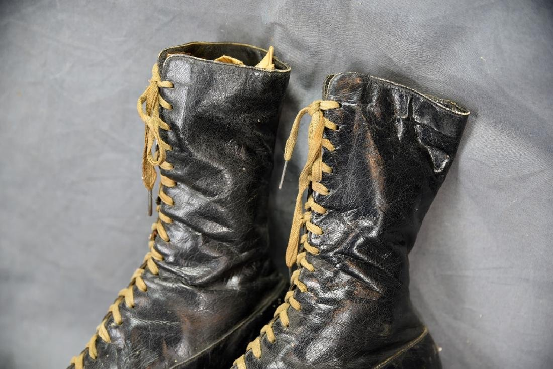 Victorian High Top Lace-up Ladies Ice Skates - 9