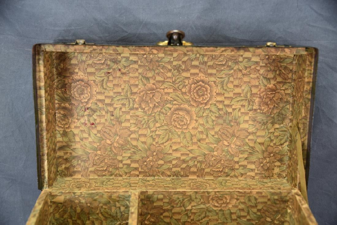 Antique Miniature Doll's Trunk Original Condition - 3