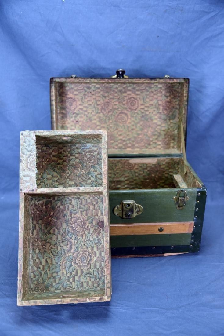 Antique Miniature Doll's Trunk Original Condition - 4