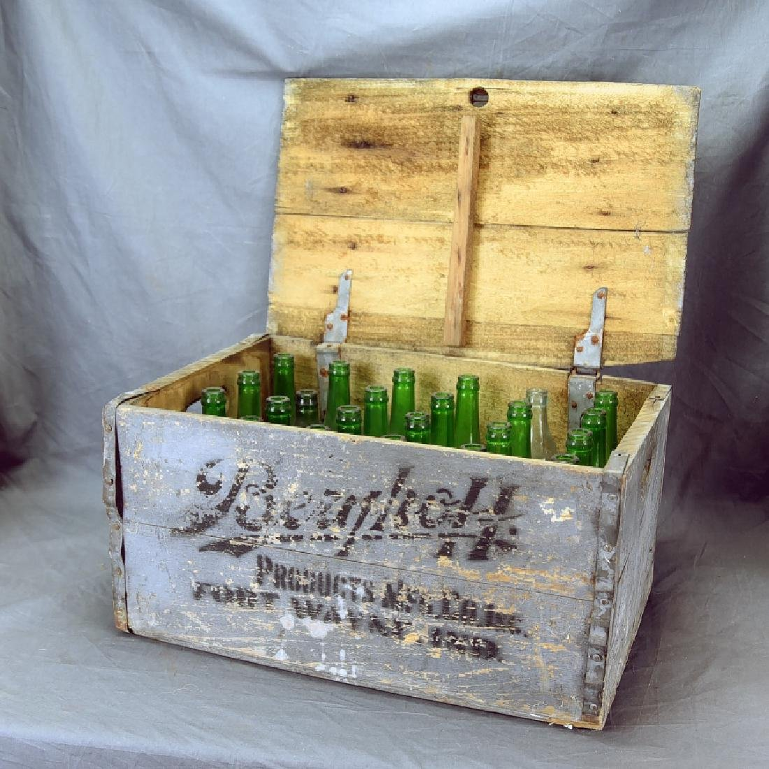 Berghoff Chicago Beer Crate w/ 24 Glass Bottles