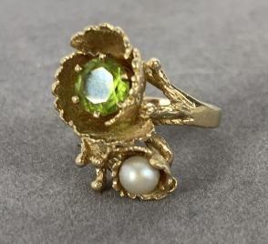 Pearl, Peridot, 14 K Yellow Gold Ring