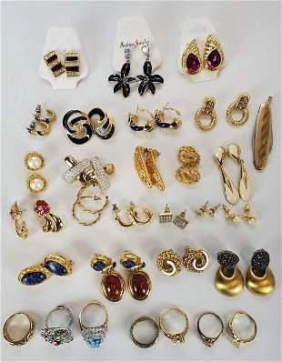 Lot Of Women's Jewelry Earrings And Rings