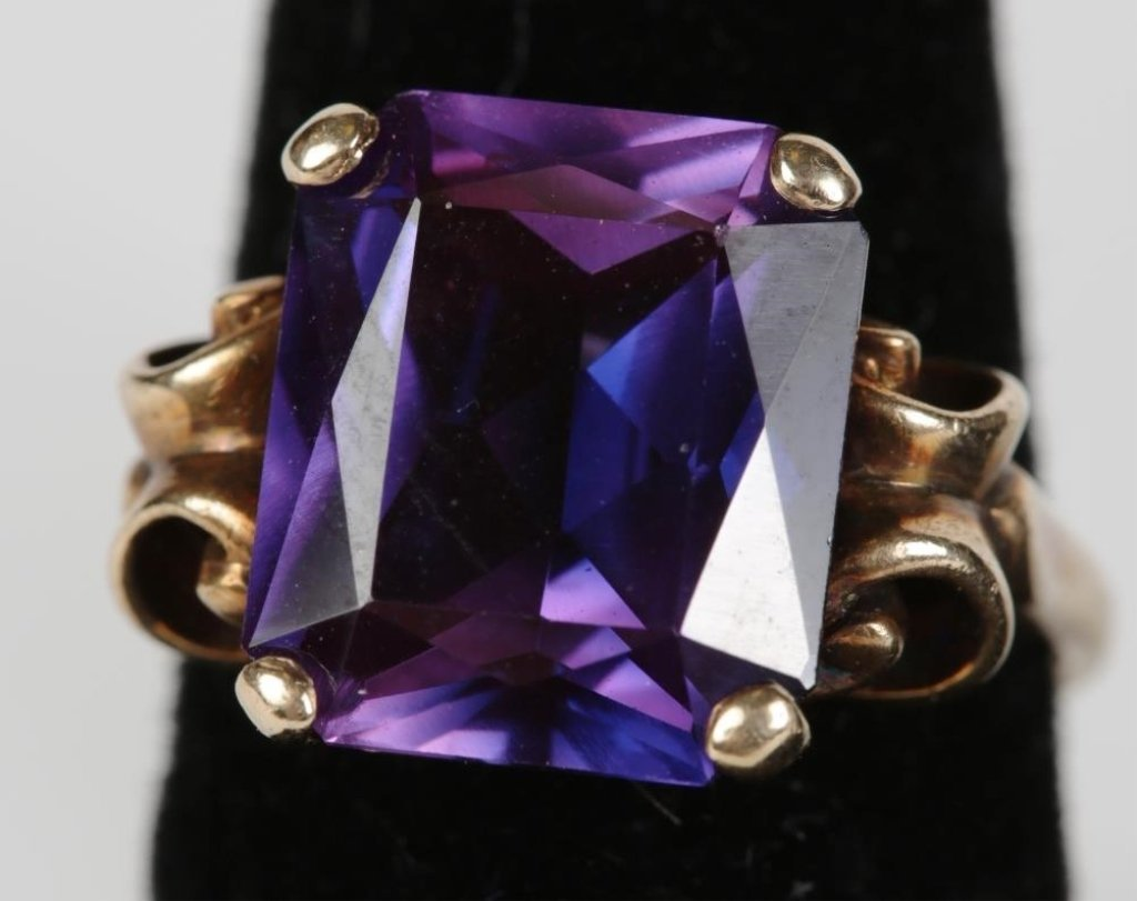 14k YG and COLOR CHANGE SYNTHETHIC SAPPHIRE RING