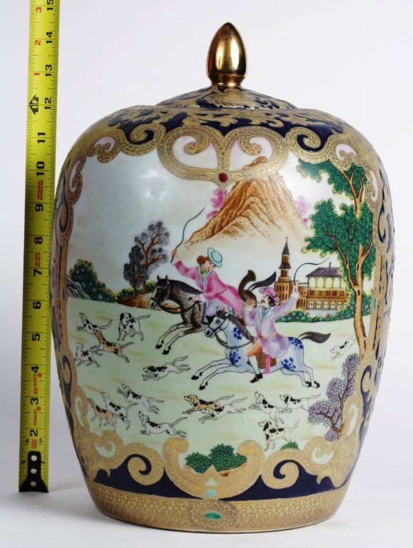 CHINESE PORCELAIN JARDINIERE VASE with LID
