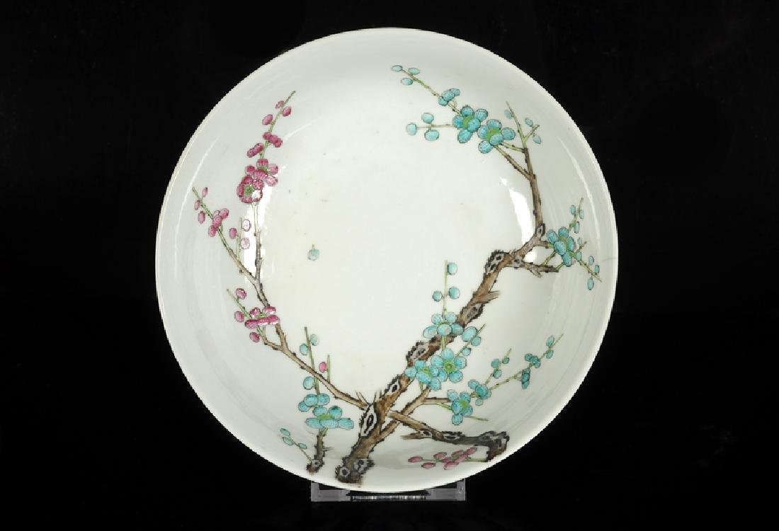 A polychrome porcelain bowl with a decor of prunus