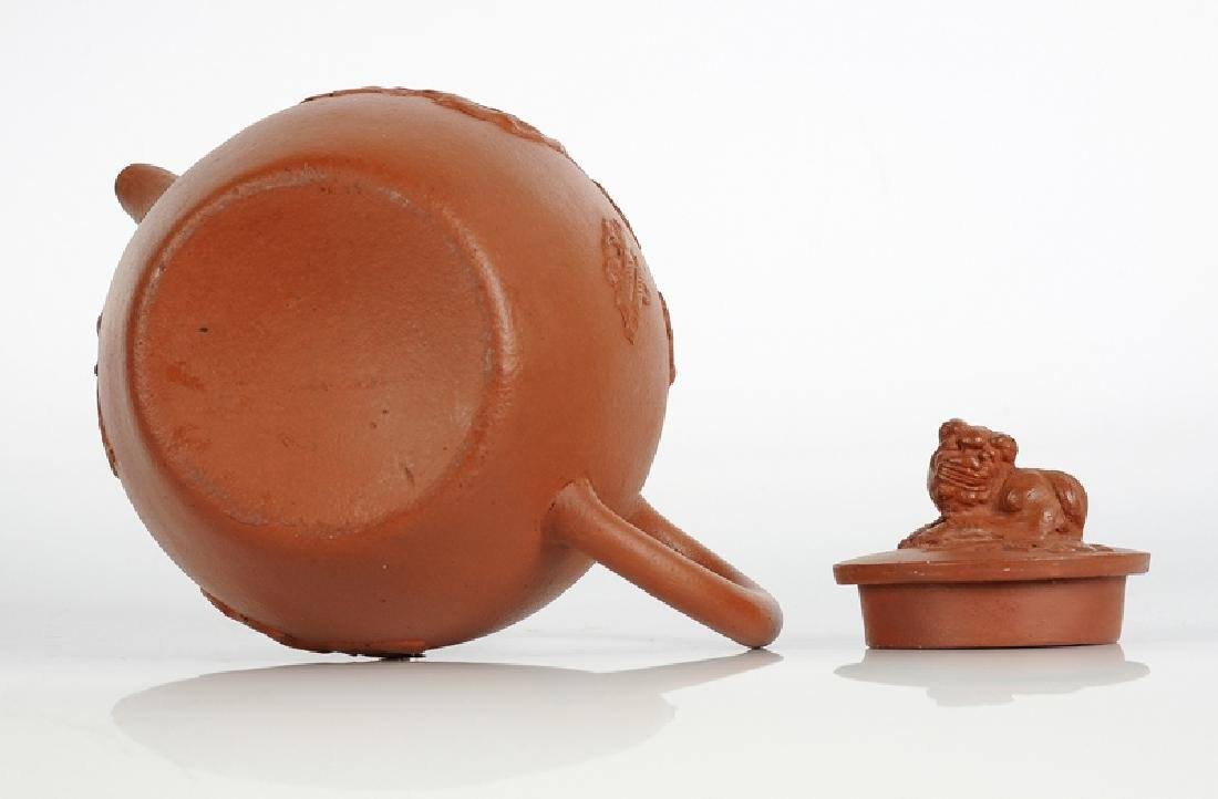 A Yixing terracotta teapot with peach skin with an - 2