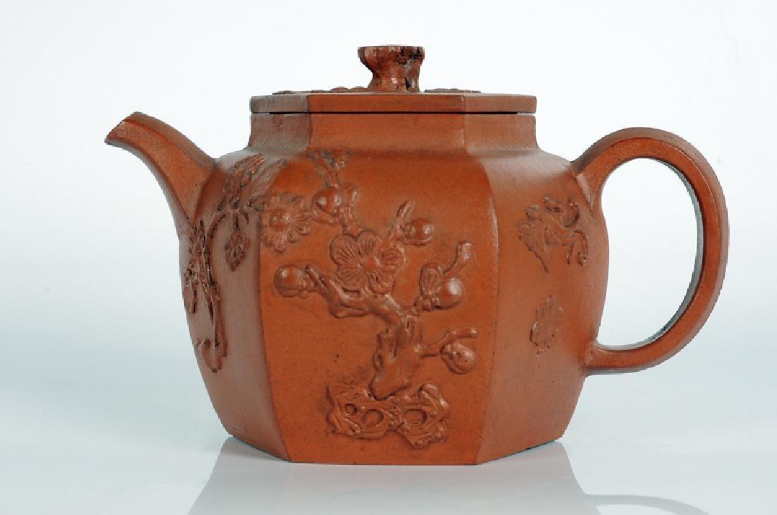 A hexagonal Yixing terracotta teapot with a decor in - 2