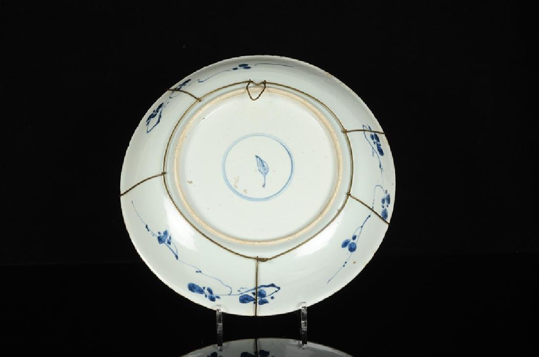A blue and white porcelain dish, decorated with - 2