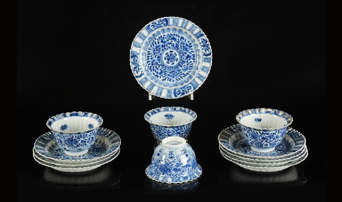 A lot of four blue and white porcelain cups with eight