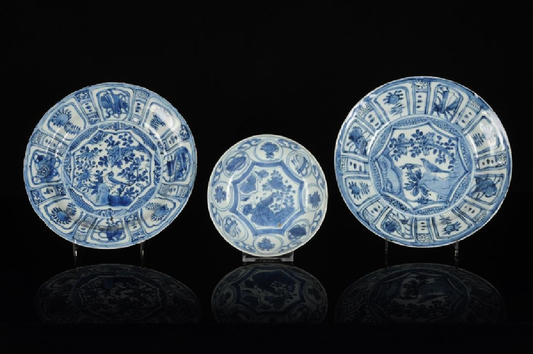 Three blue and white 'kraak' porcelain dishes. 1) A