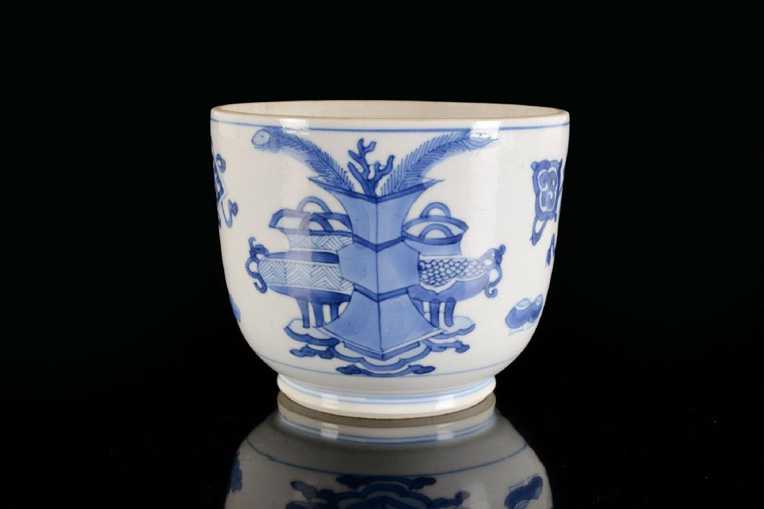 A blue and white porcelain beaker with a decor of