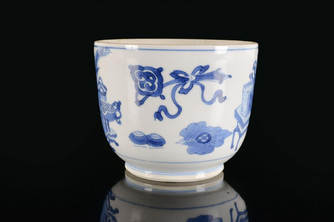 A blue and white porcelain beaker with a decor of - 2