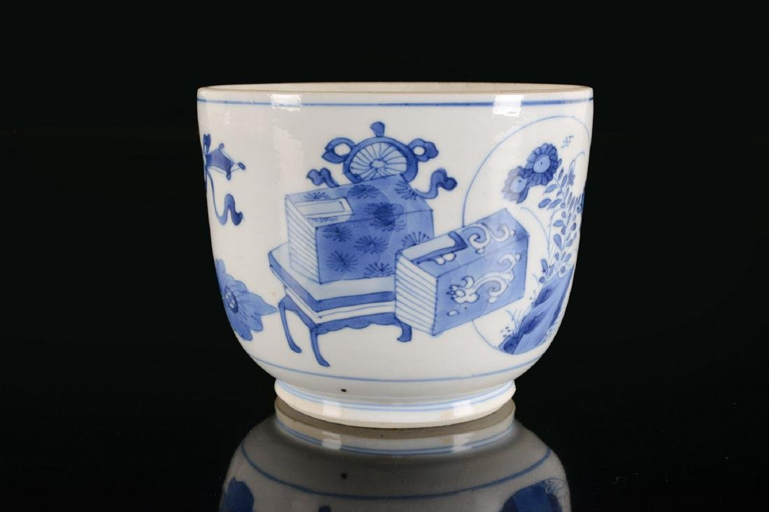 A blue and white porcelain beaker with a decor of - 3