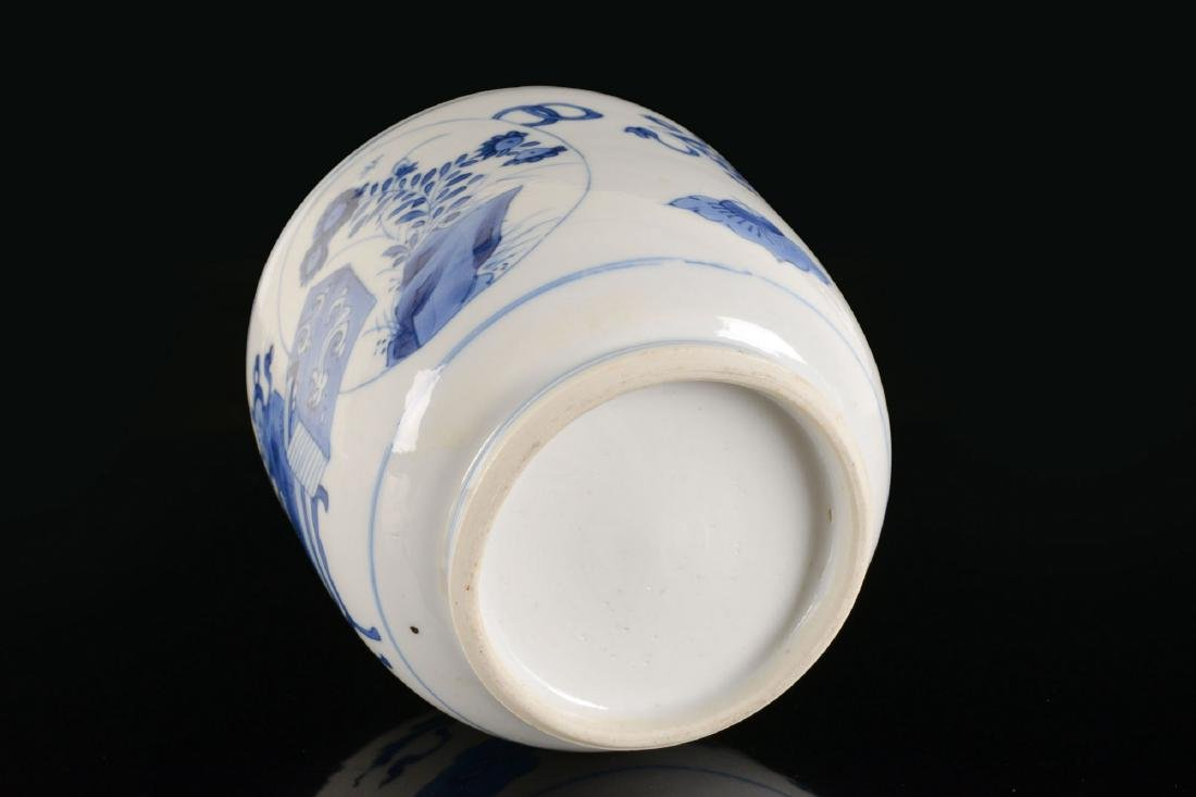 A blue and white porcelain beaker with a decor of - 5