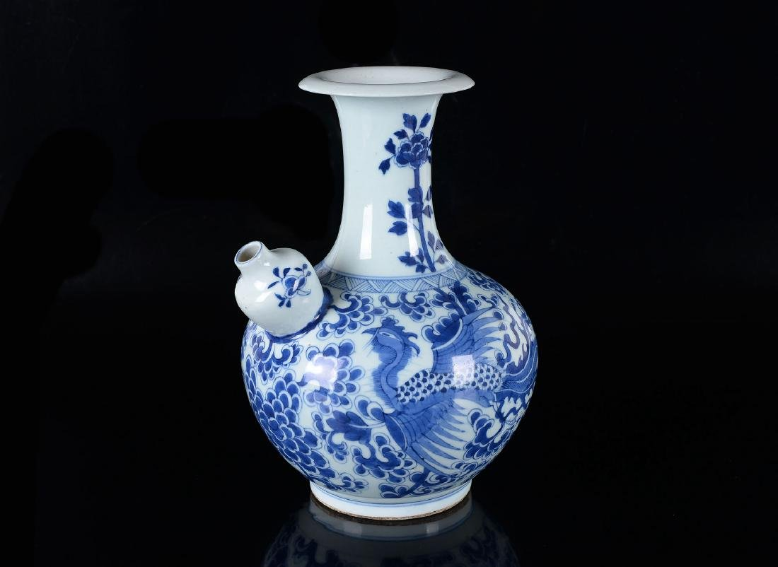 A blue and white porcelain gendi decorated with flowers