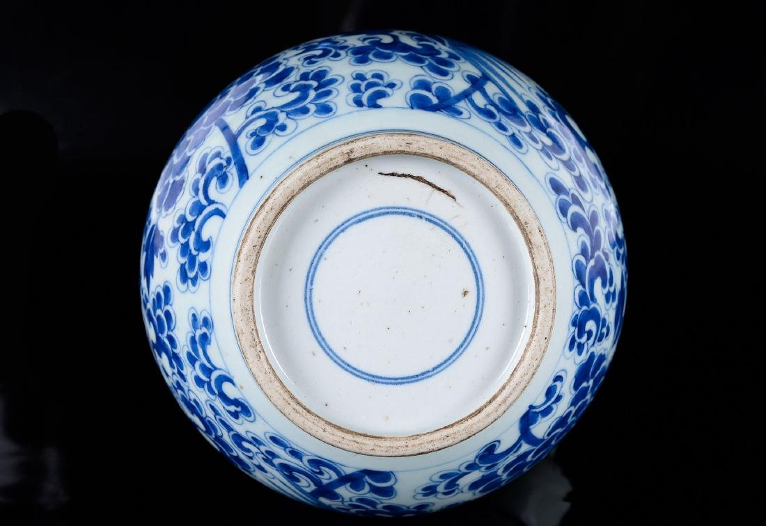 A blue and white porcelain gendi decorated with flowers - 5
