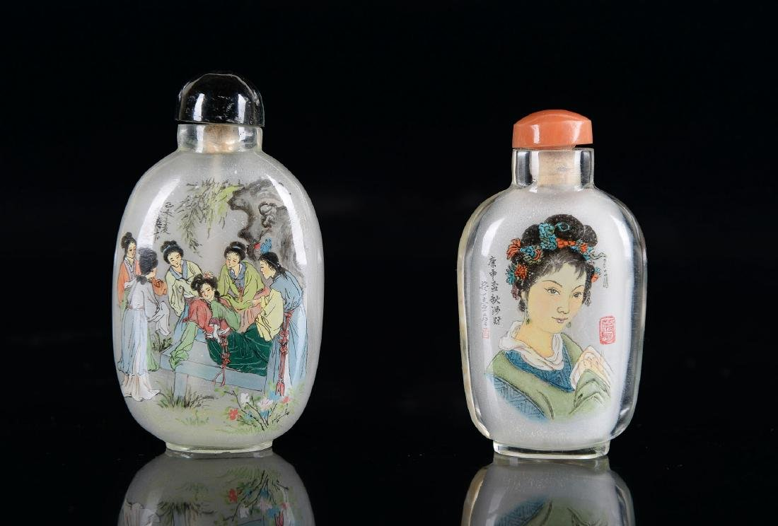 Lot of two rock cristal snuff bottles with inside