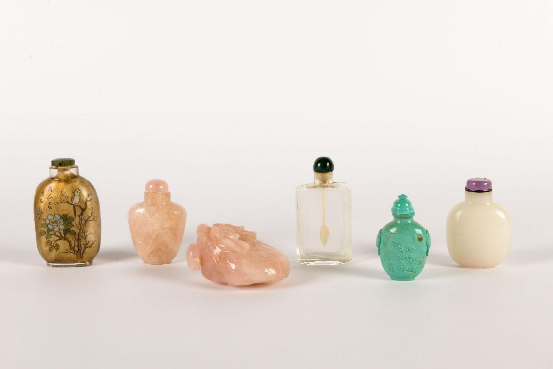 A lot of six diverse snuff bottles, i.a. rose quarts, - 2