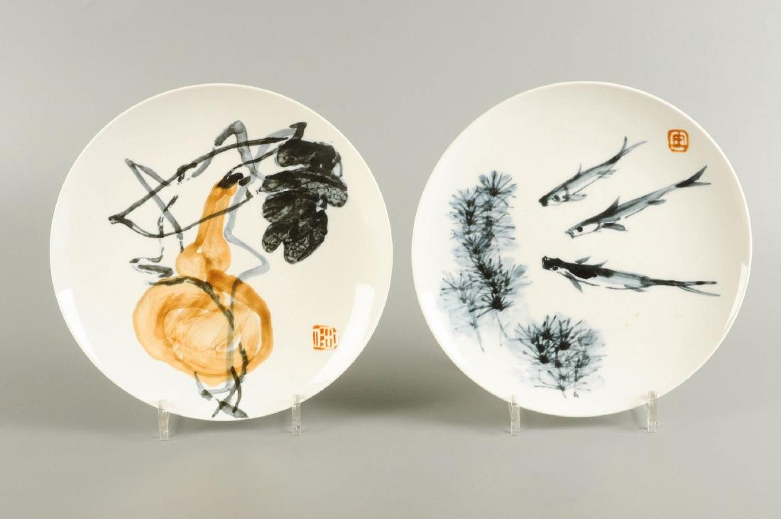 A lot of two porcelain plates. One decorated with fish.