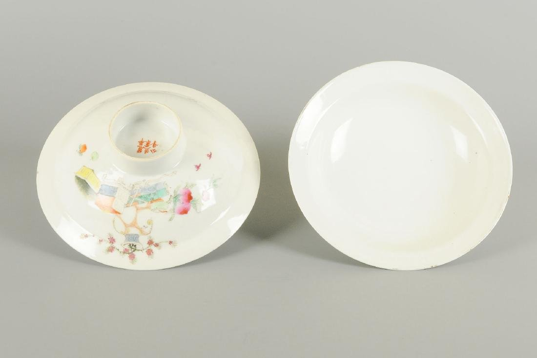 A pair of polychrome porcelain bowls on stand, - 2