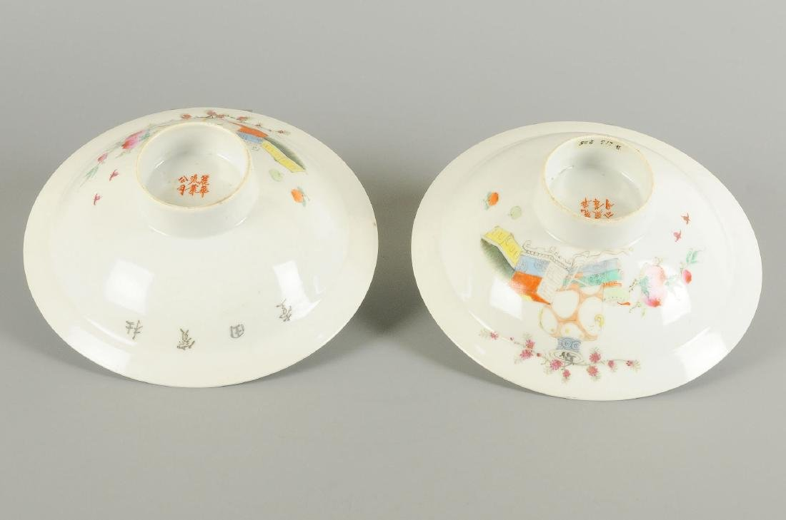 A pair of polychrome porcelain bowls on stand, - 3