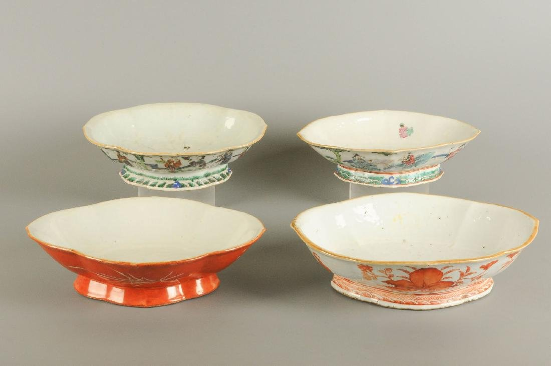 A lot of four polychrome porcelain dishes standing on