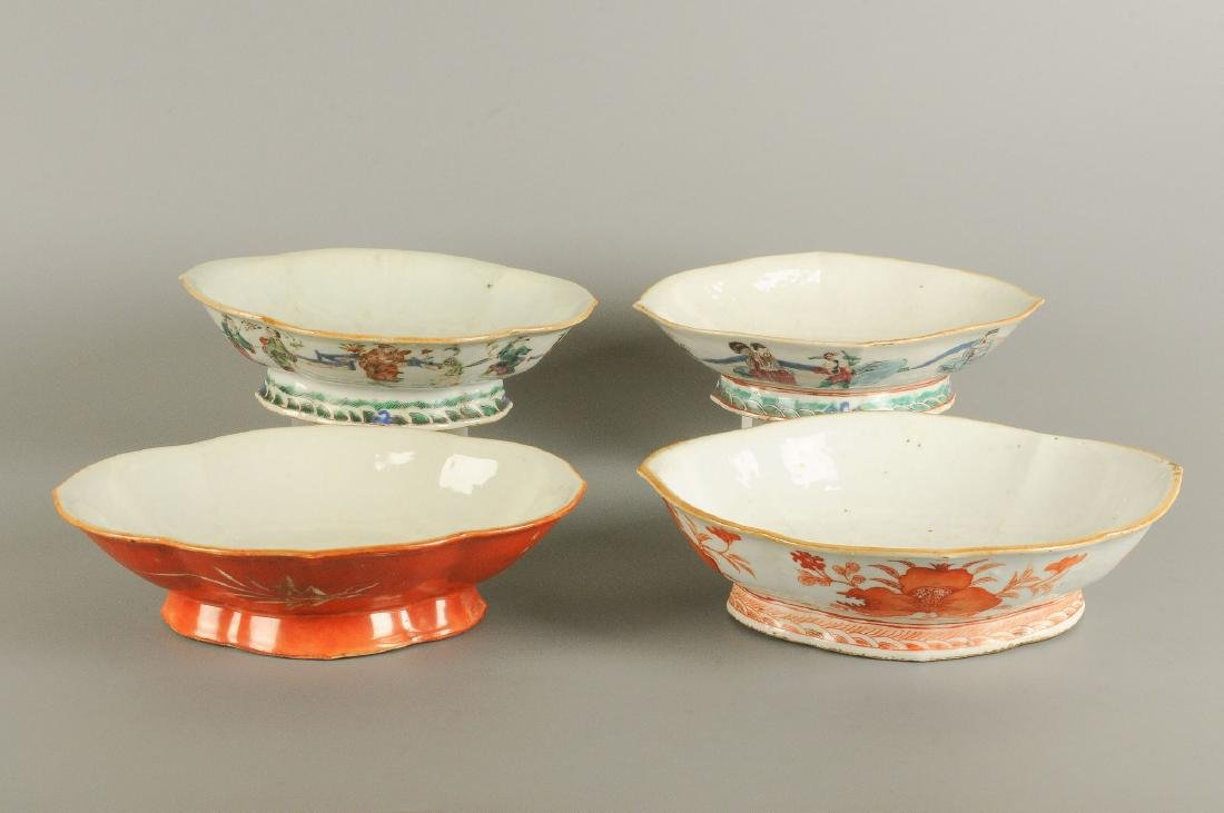 A lot of four polychrome porcelain dishes standing on - 2
