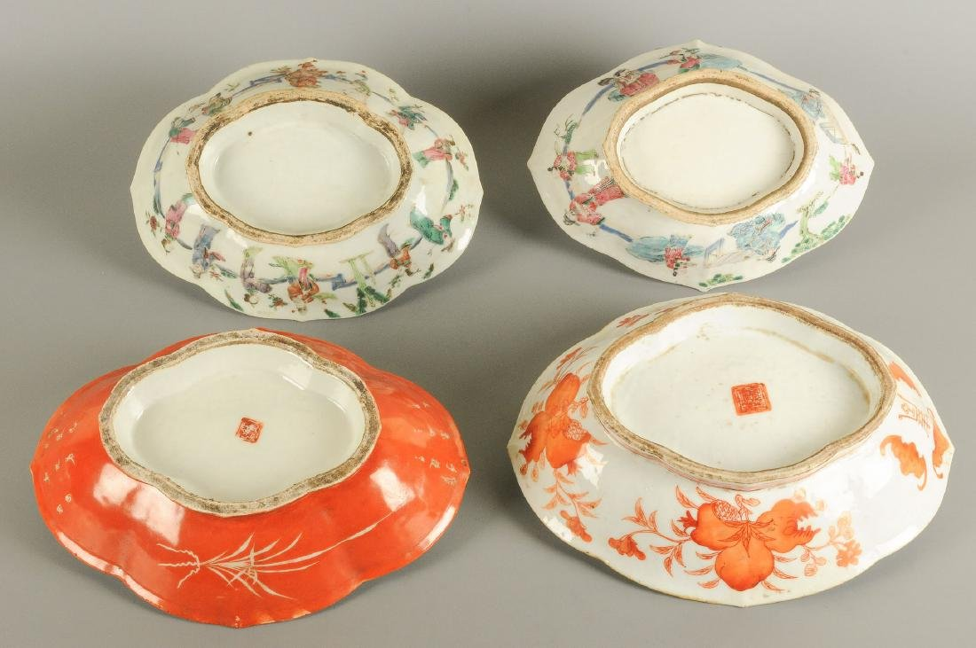 A lot of four polychrome porcelain dishes standing on - 4