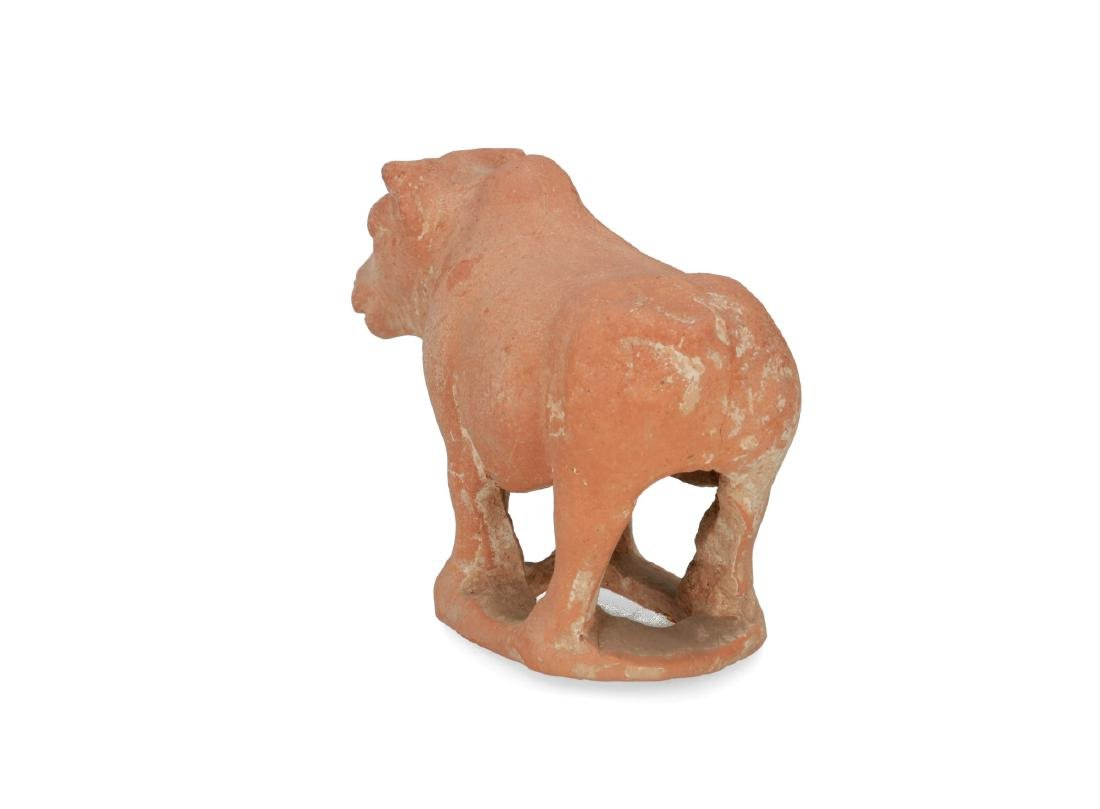 A terracotta sculpture of a bull. China, Tang. H. 11,5