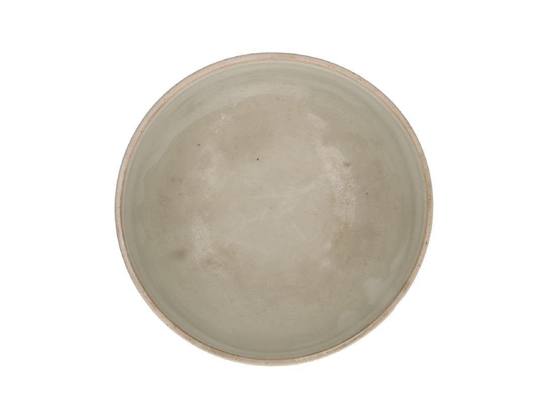 A powder blue jar with circular reserves with a decor - 3