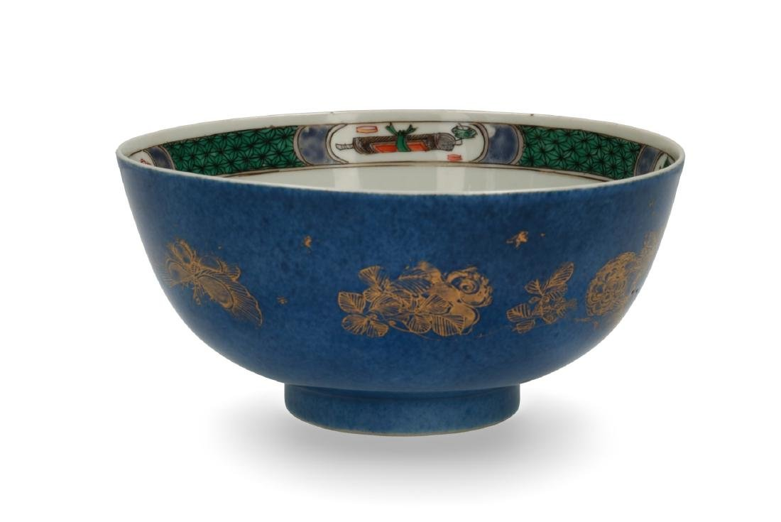A powder blue and gilt porcelain Famille Verte bowl. - 2