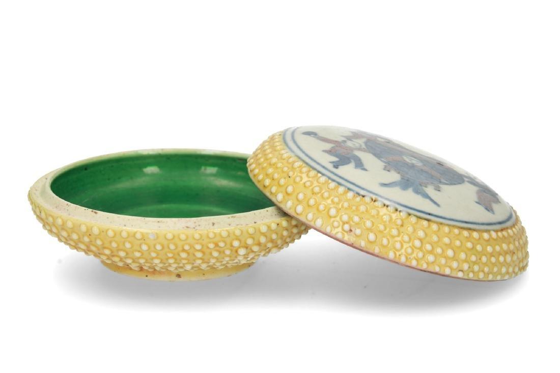 A polychrome porcelain lidded circular box with a - 2