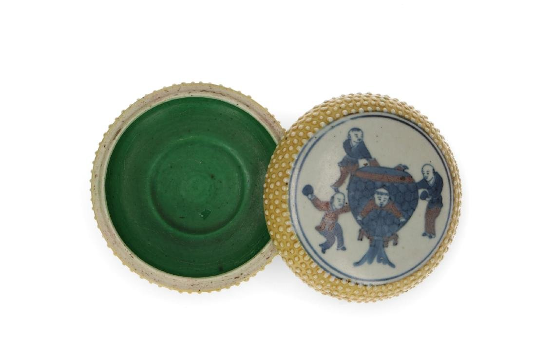 A polychrome porcelain lidded circular box with a - 3