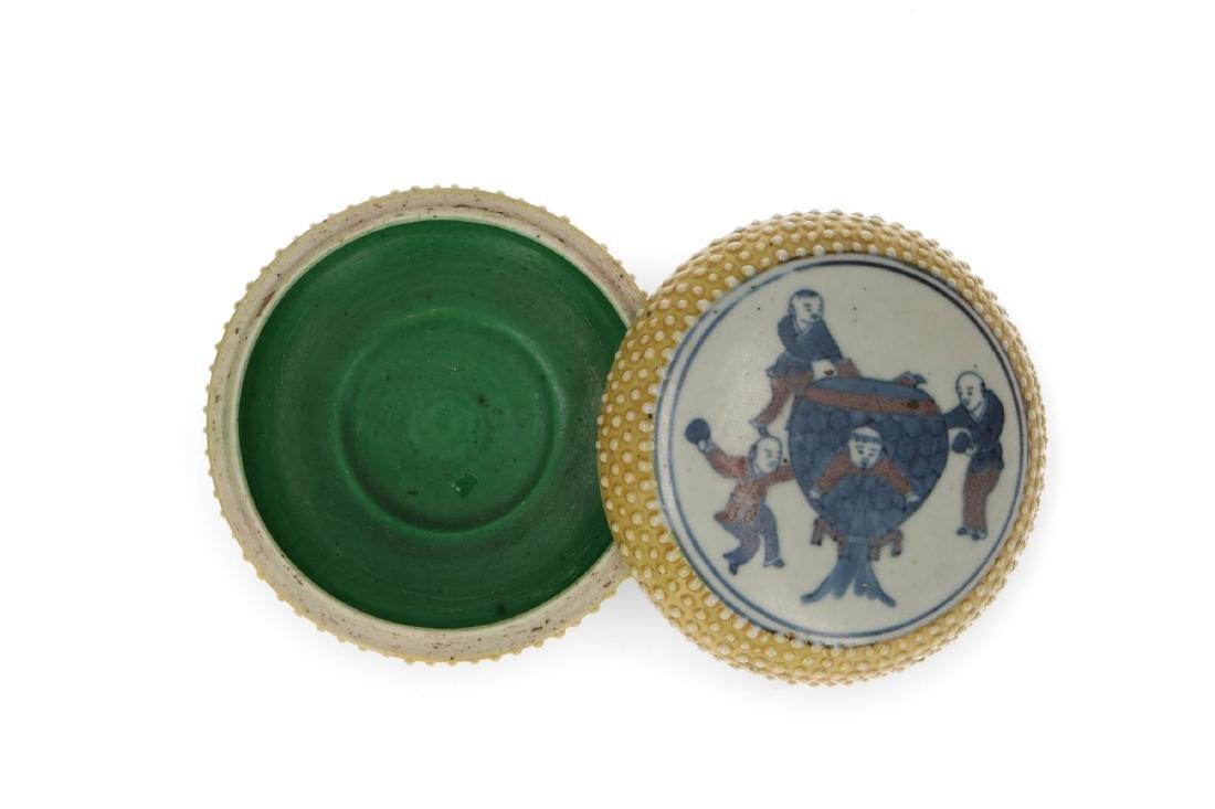 A polychrome porcelain lidded circular box with a - 3