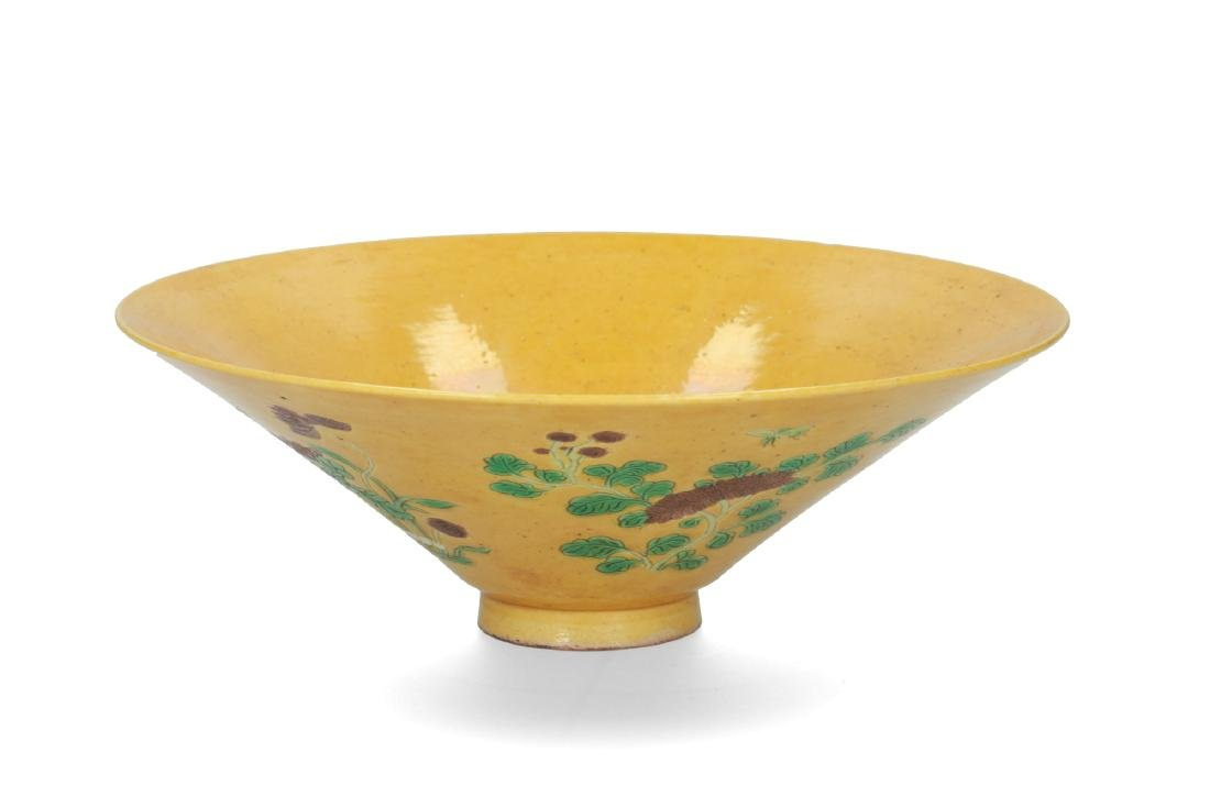 A porcelain yellow-ground Sancai decorated conical bowl