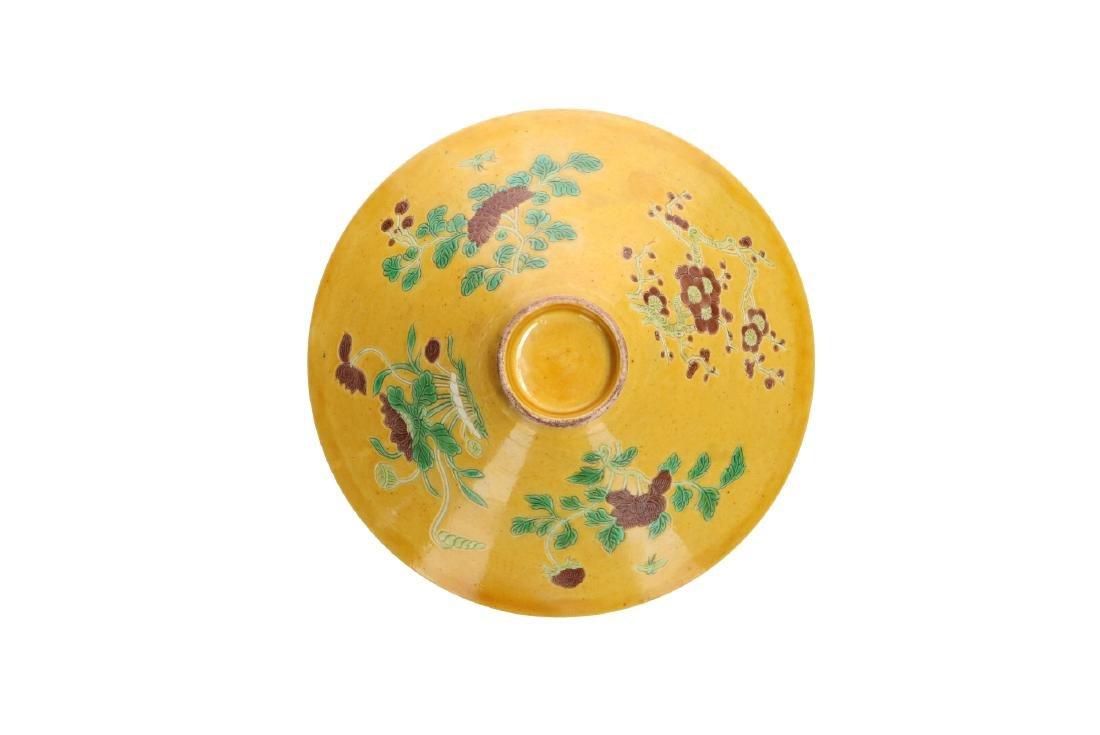 A porcelain yellow-ground Sancai decorated conical bowl - 4