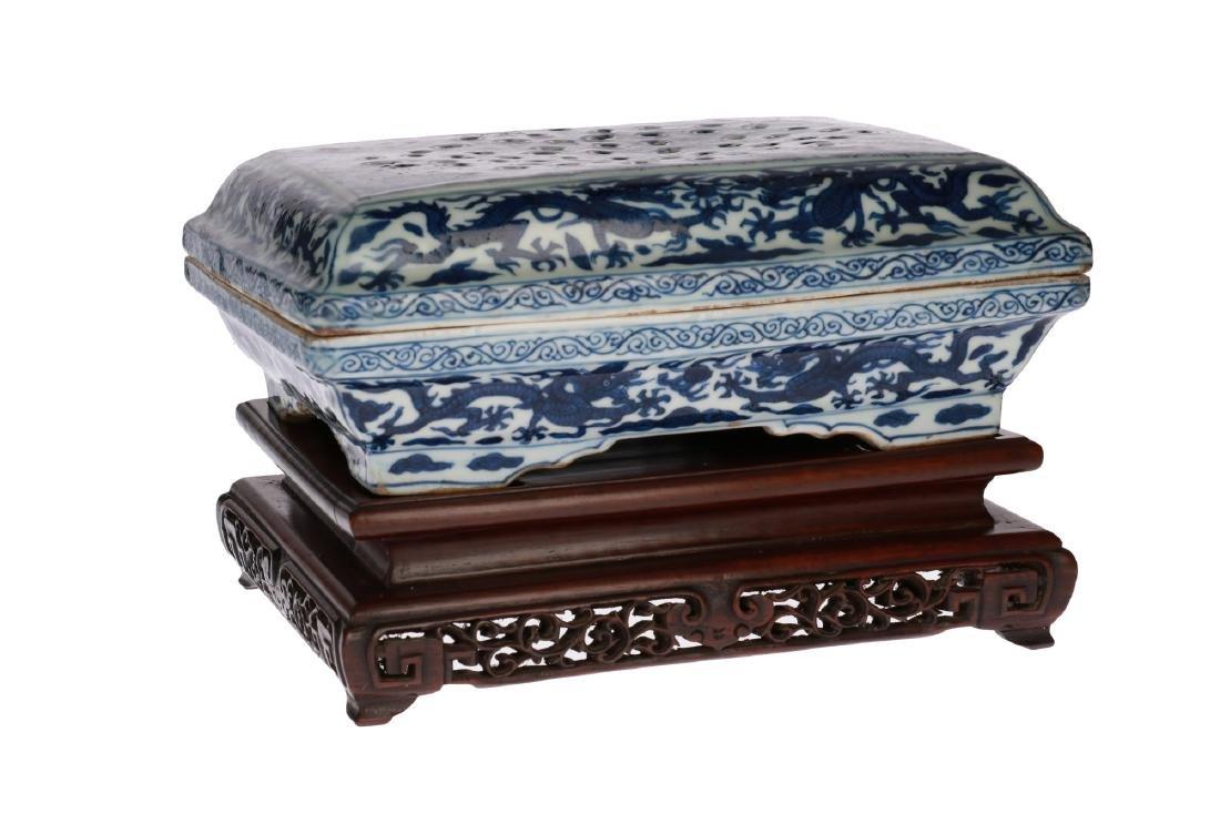 A blue and white 'kraak' porcelain oblong lidded box