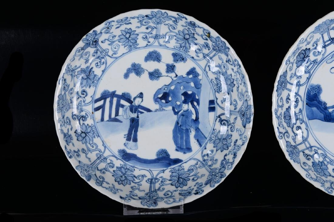 Lot of six blue and white porcelain dishes, decorated - 3