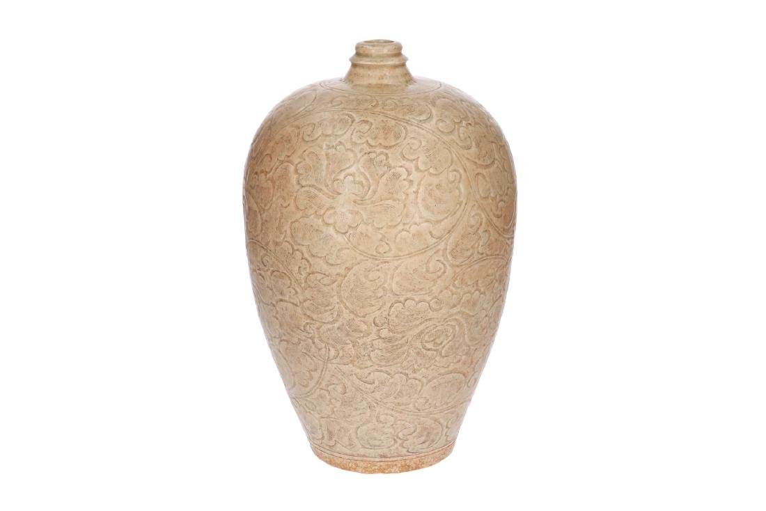 A gray-white glazed yingqing Meiping vase with carved - 3