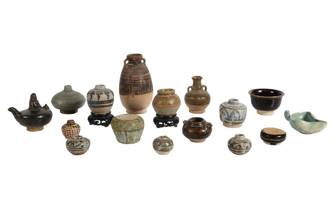 A lot of 16 diverse ceramic items of which 15 Sawang