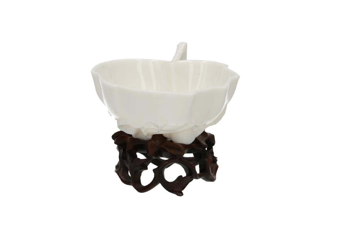 A Blanc-de-Chine porcelain cup with wooden stand, both - 3