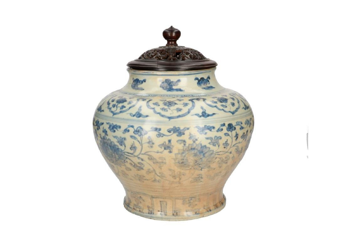 A blue and white porcelain vase with floral decor. - 3