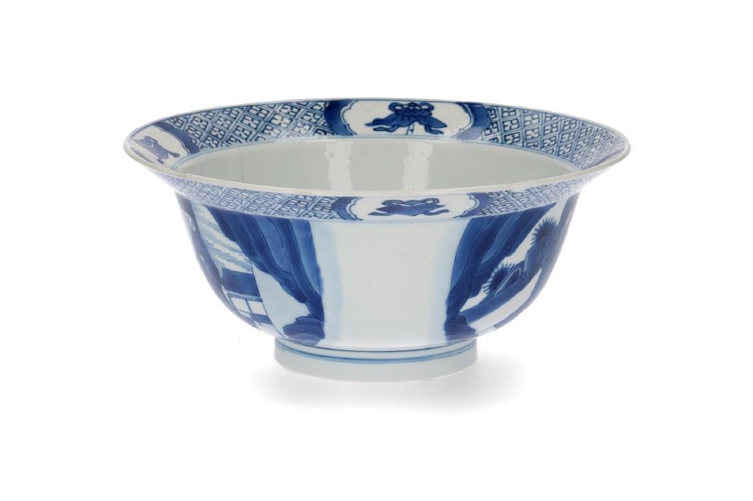 A blue and white porcelain 'klapmuts' bowl decorated