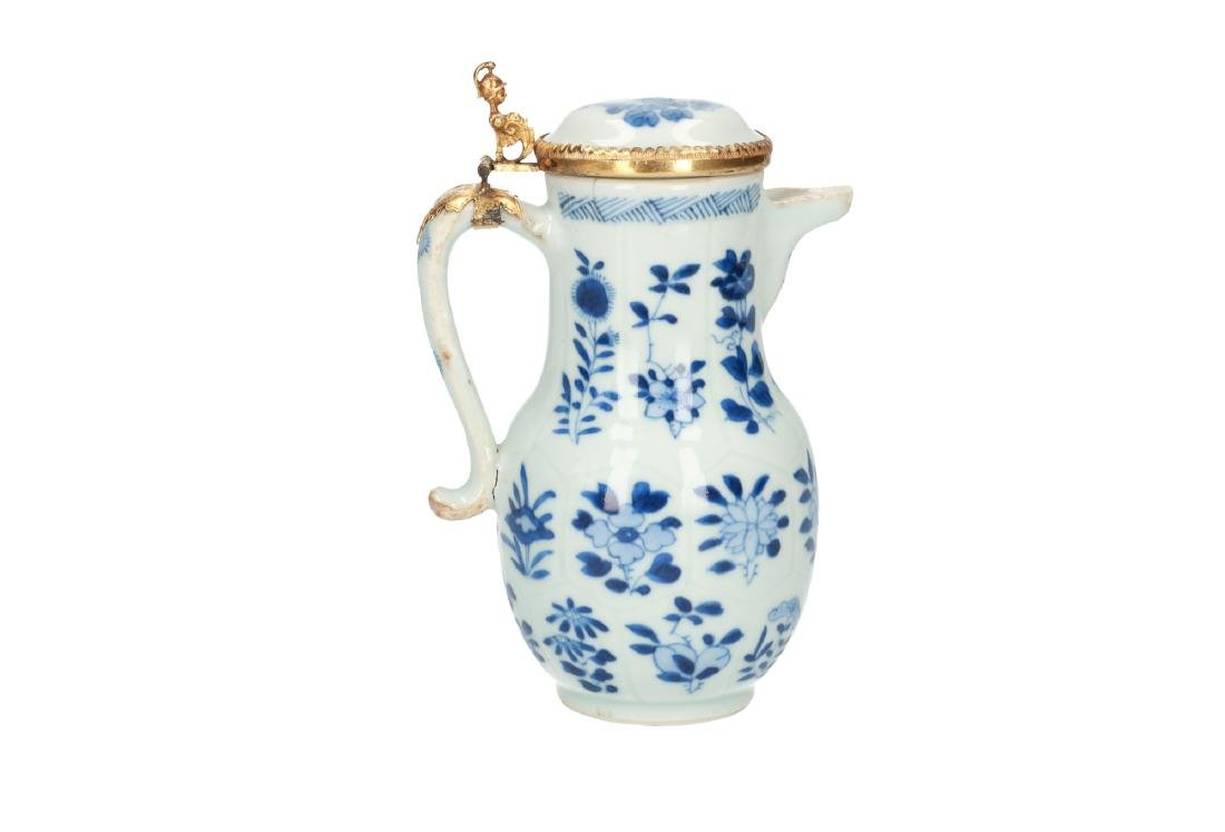 A blue and white porcelain milk jug decorated with - 2