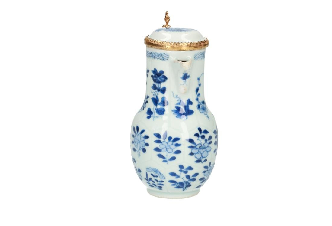 A blue and white porcelain milk jug decorated with - 3