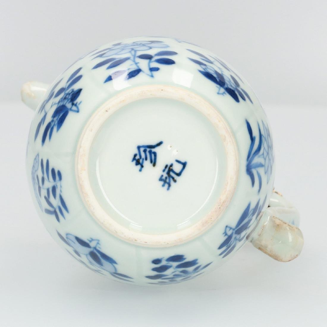 A blue and white porcelain milk jug decorated with - 7