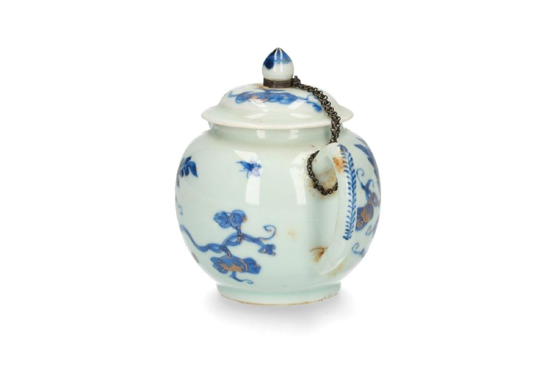 A blue and white porcelain teapot with partly gilt - 2